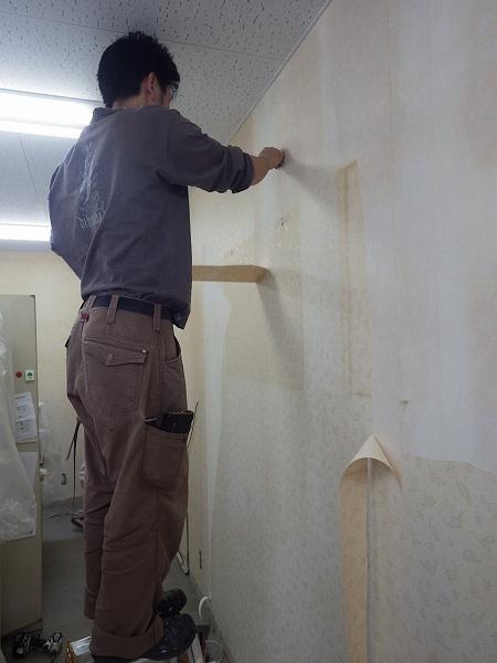 壁紙施工中
