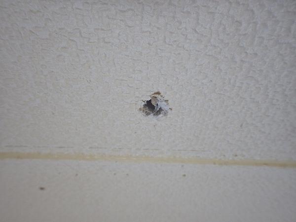 壁紙施工前壁穴