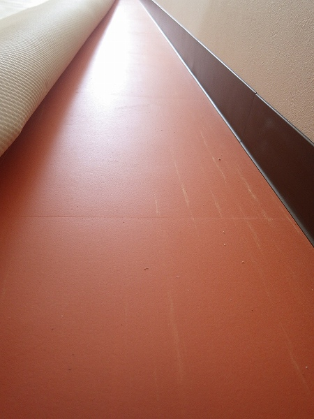 オレンジの床